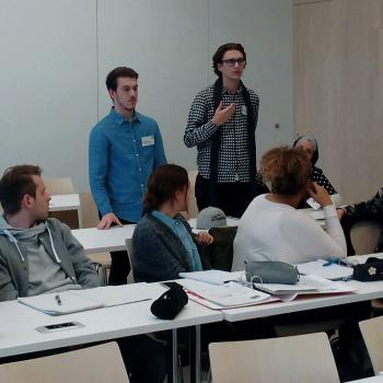 Die Jugendlichen beantworten Fragen der Studierenden zu ihrer Projektidee