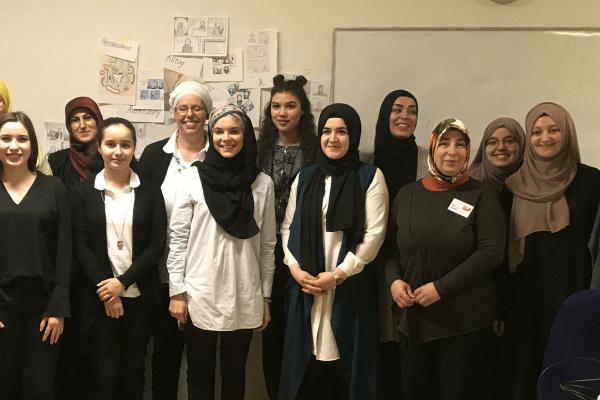 Soufeina Hamed hat ein Seminar für muslimische Frauen in Heilbronn im Rahmen von ilevel - Kunst auf Augenhöhe gegeben