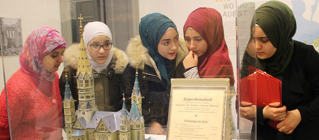 kieztour mit Geflüchteten und jungen Muslimen